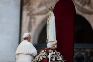 October 12,2013 : Francis Pope prays the Our ??Lady of Fatima during the Marian prayer in St. Peter's Square